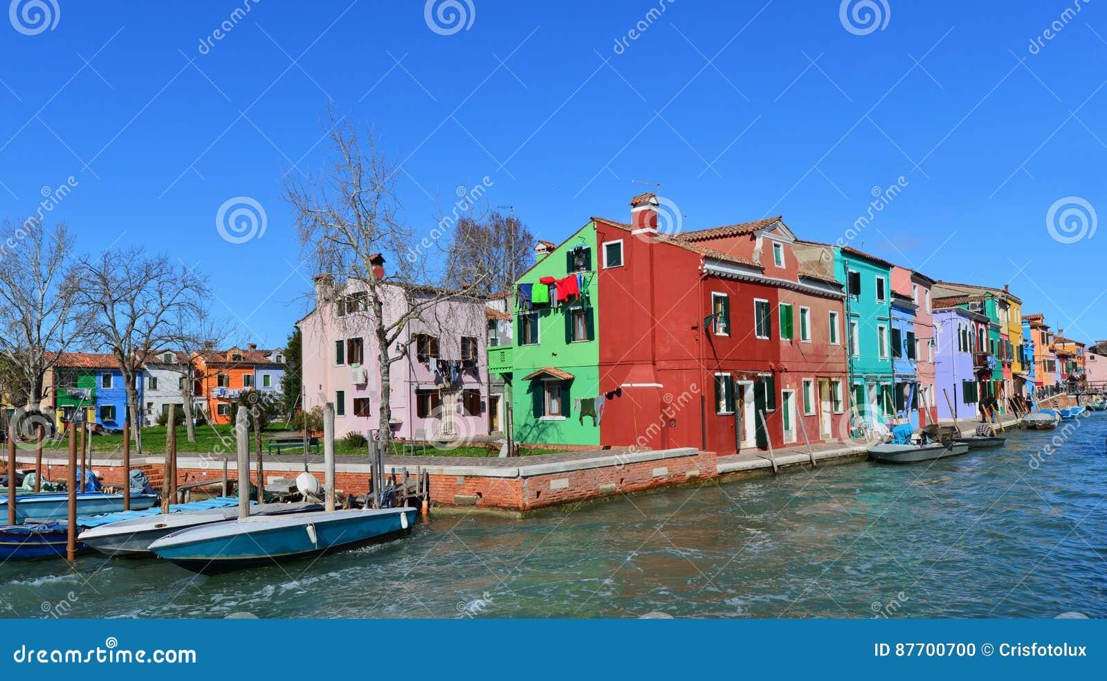 Burano a coloré des maisons