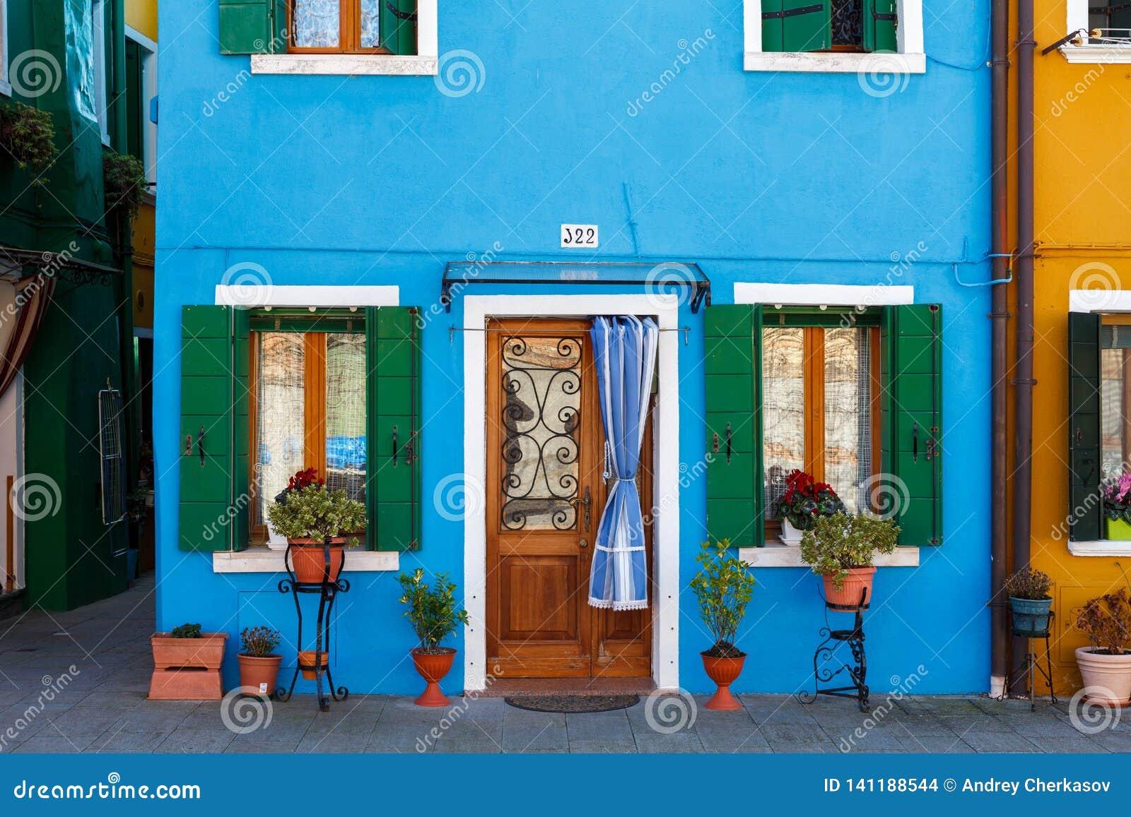 Burano, Venezia, Italie Détails des fenêtres et des portes des maisons colorées en île de Burano
