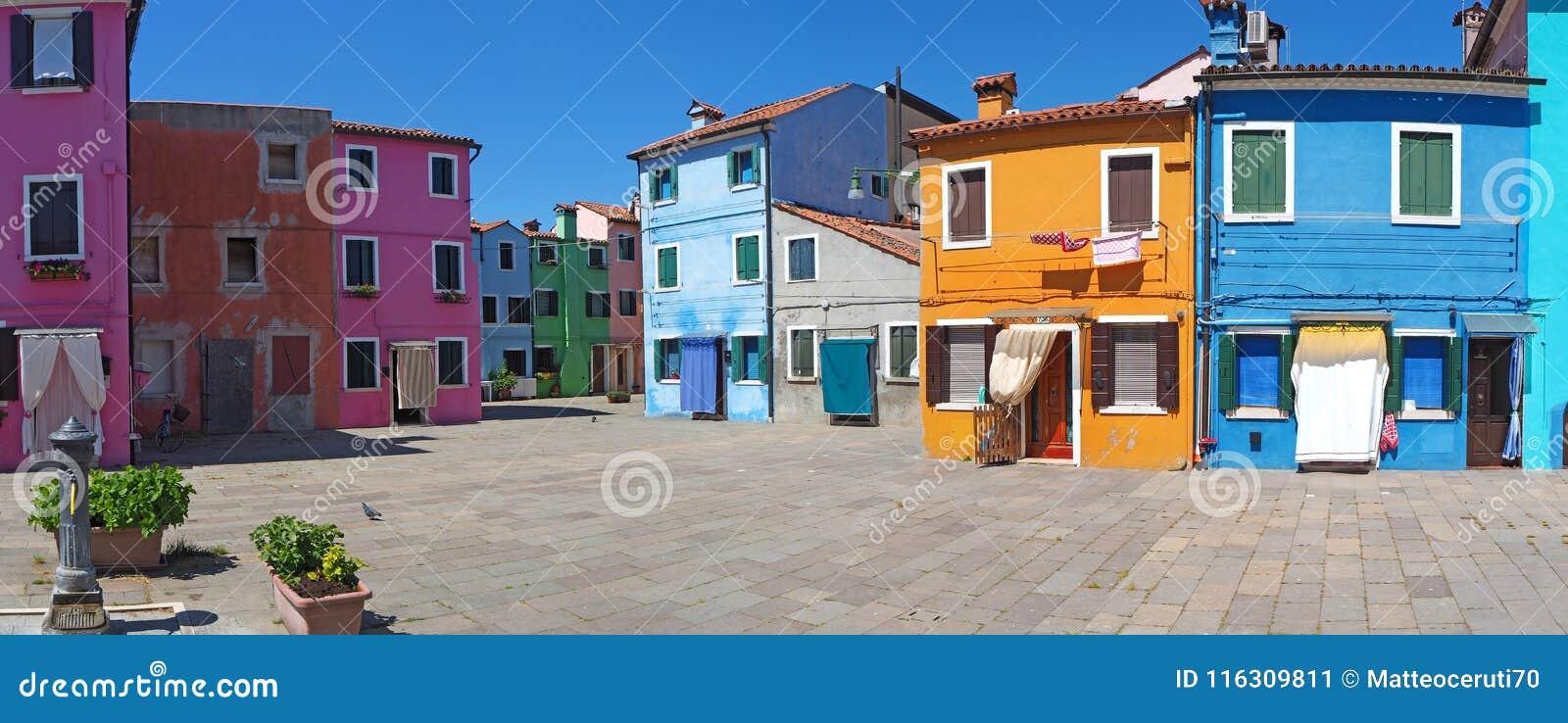 Burano, Venezia, Italien Straße mit bunten Häusern in Burano-Insel