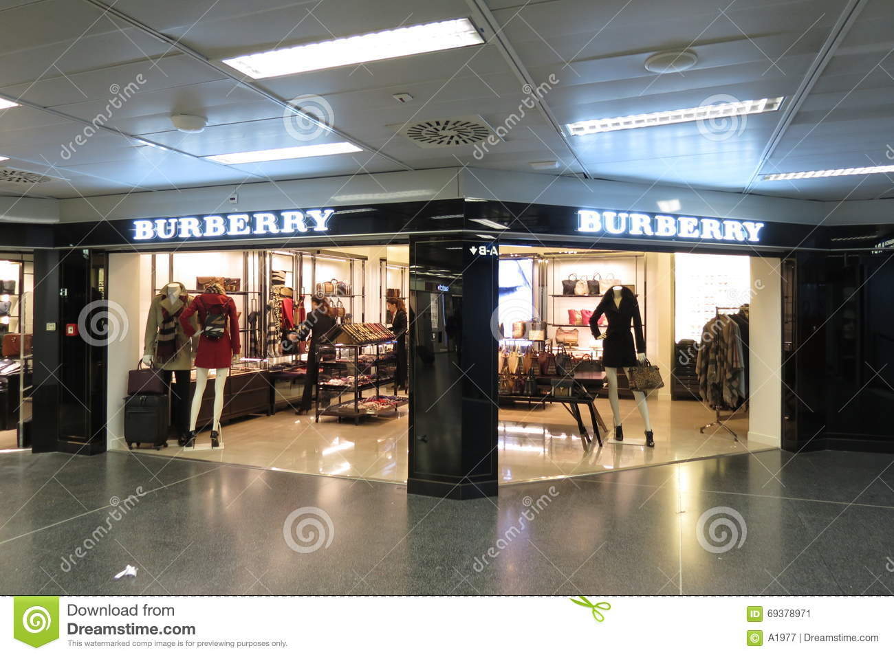 Burberry Brit Store A Milano : Burberry brand store editorial photo image