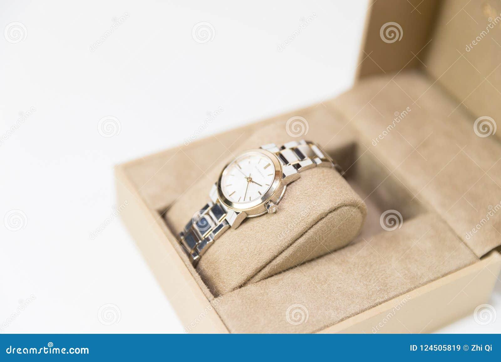 Burberry mężczyzna ` s i kobiety ` s zegarki Odizolowywający