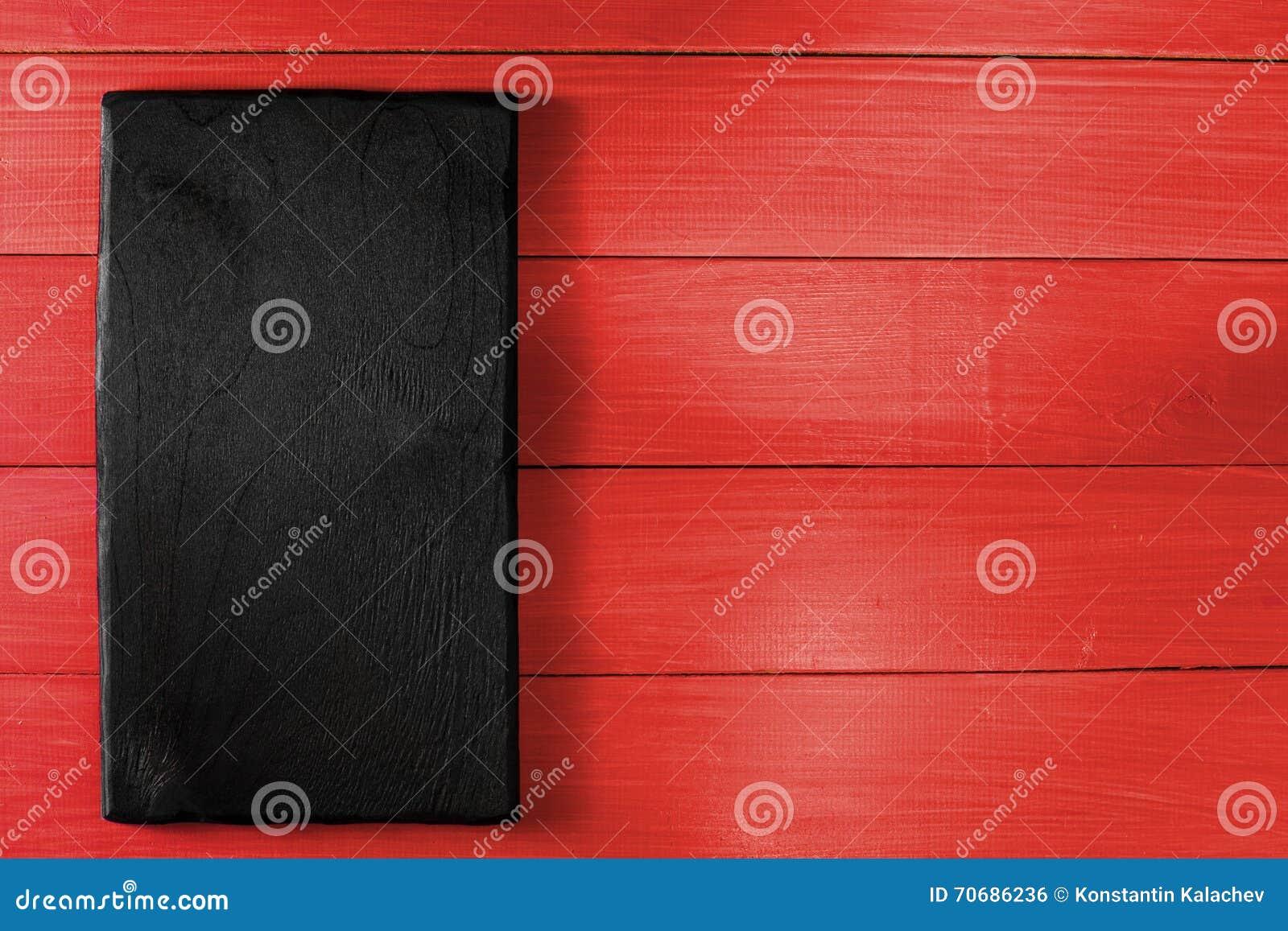 Bureau à cuire noir sur la table en bois rouge photo stock image