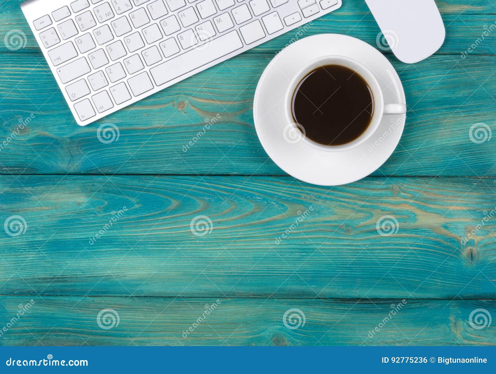 Bureau avec l espace de copie dispositifs de digital clavier et
