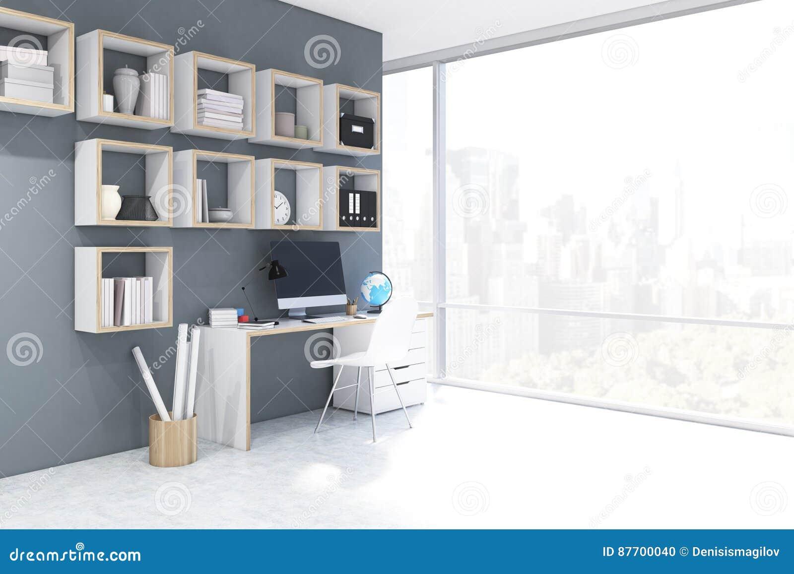 Bureau avec l ordinateur dans un siège social, côté