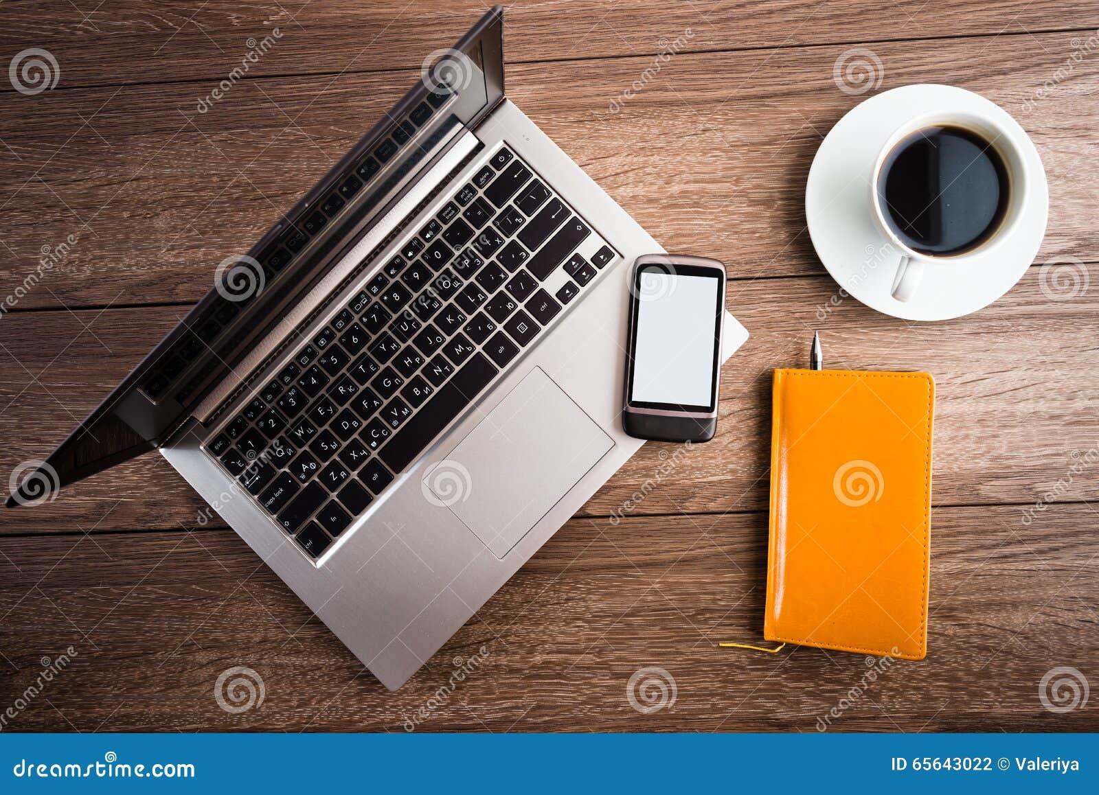 Bureau avec l ordinateur portable