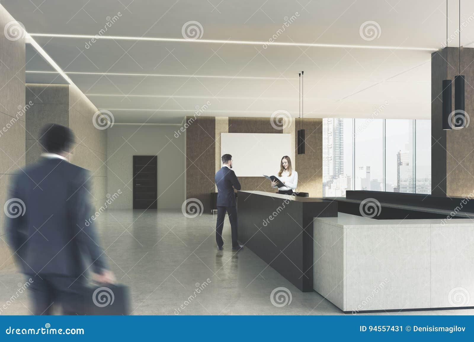Bureau beige réception foncée les gens côté image stock image