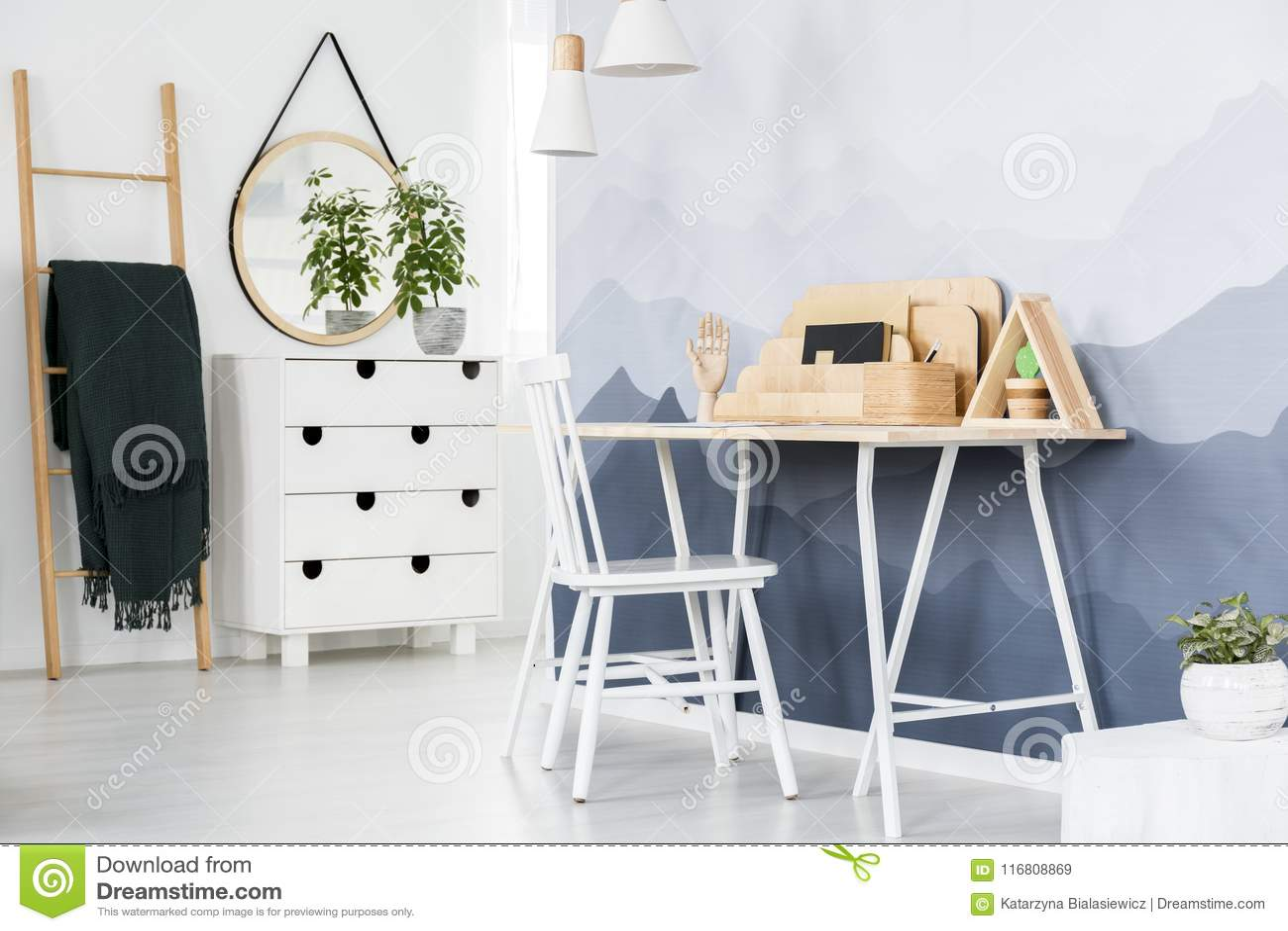 Bureau blanc dans le siège social image stock image du