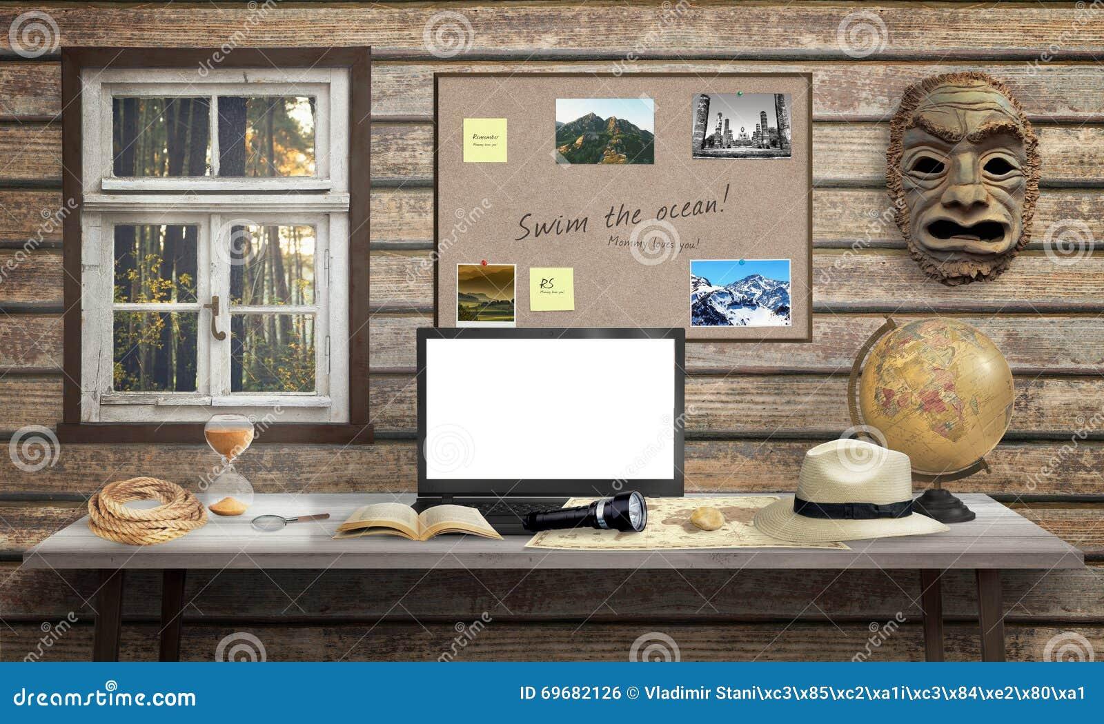 Bureau daventurier avec lordinateur portable écran blanc pour la