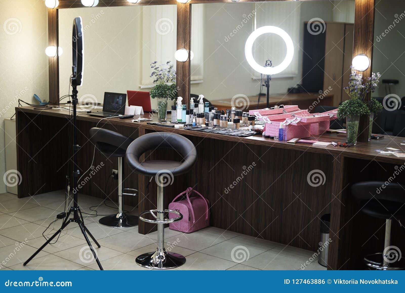 Bureau de beauté avec une salle de maquillage