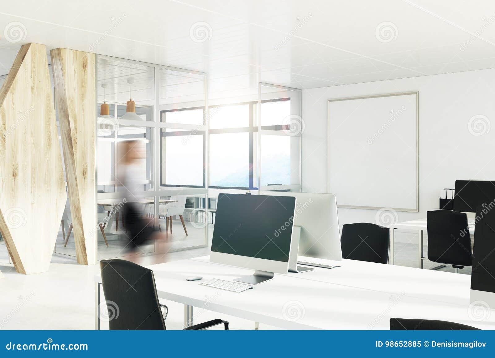 Bureau de l espace ouvert avec un mur en bois coin fille image