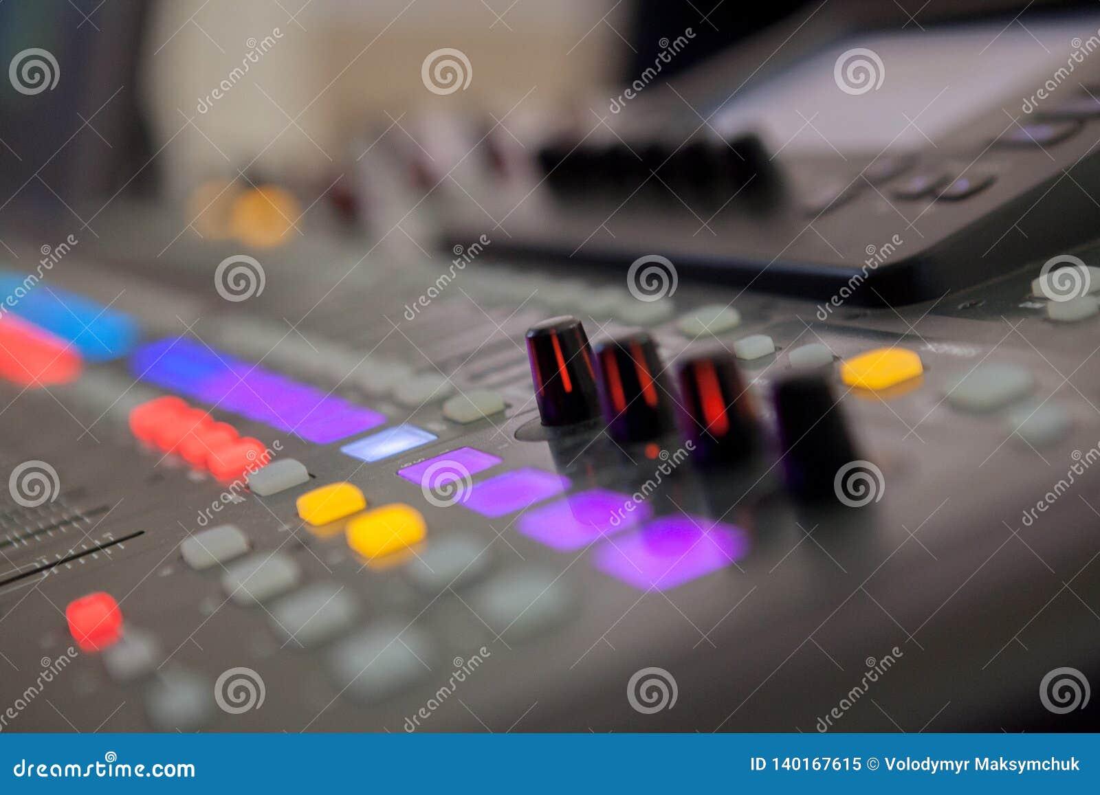 Bureau de mélange de studio d enregistrement sonore Panneau de commande de mélangeur de musique