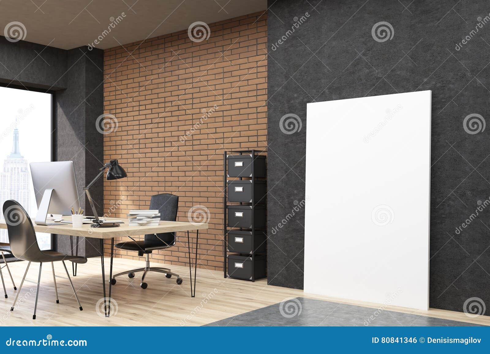 Bureau de new york city avec laffiche verticale près du mur noir