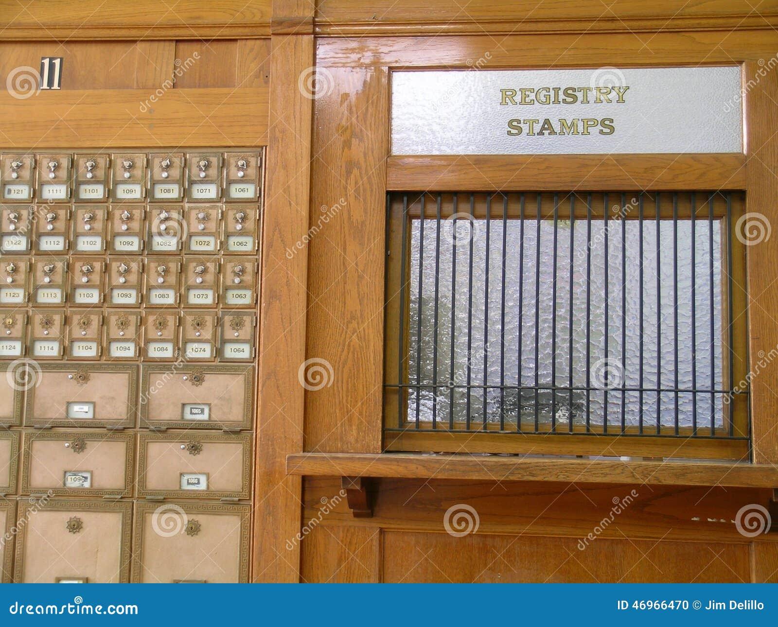 bureau de poste ancien photo stock image du temps hublot. Black Bedroom Furniture Sets. Home Design Ideas