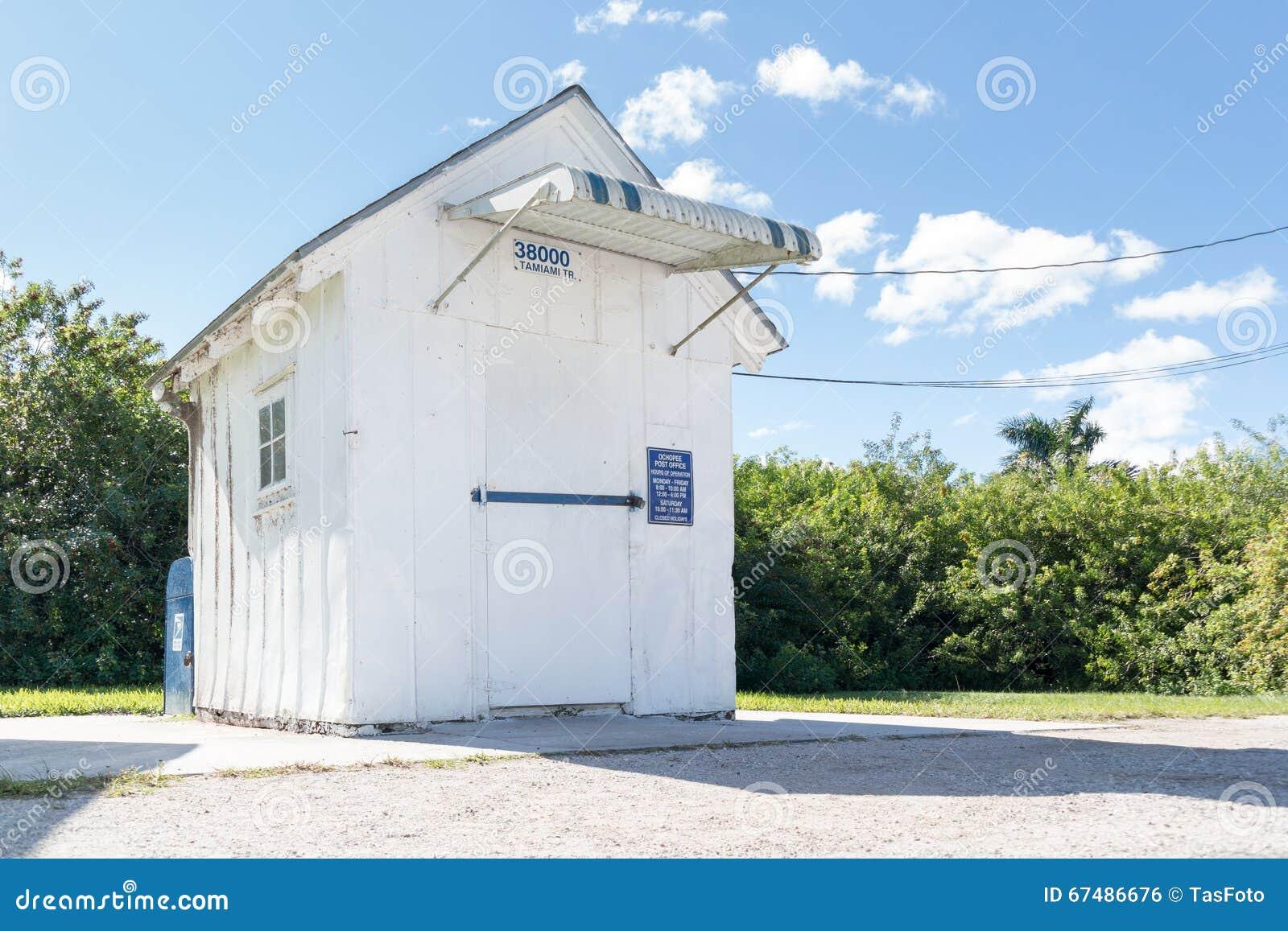 bureau de poste d 39 ochopee sur la tra n e de tamiami marais la floride photo ditorial image. Black Bedroom Furniture Sets. Home Design Ideas
