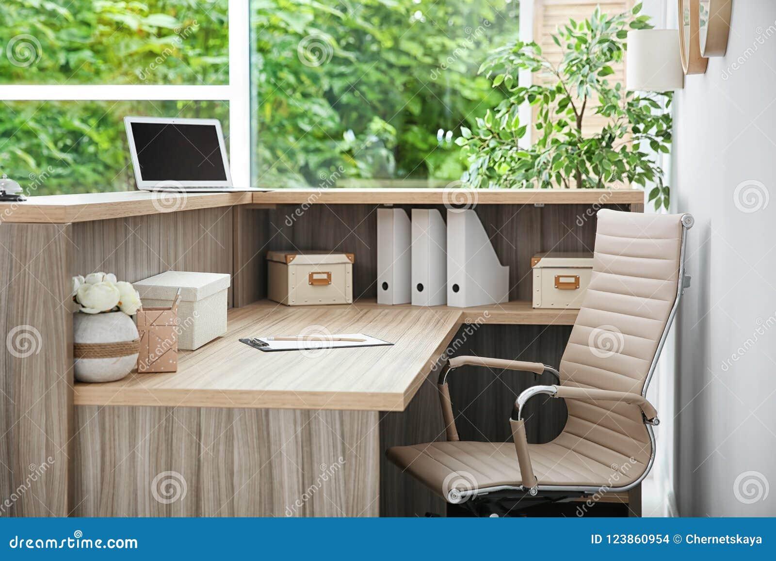 Bureau de réceptionniste dans lhôtel photo stock image du