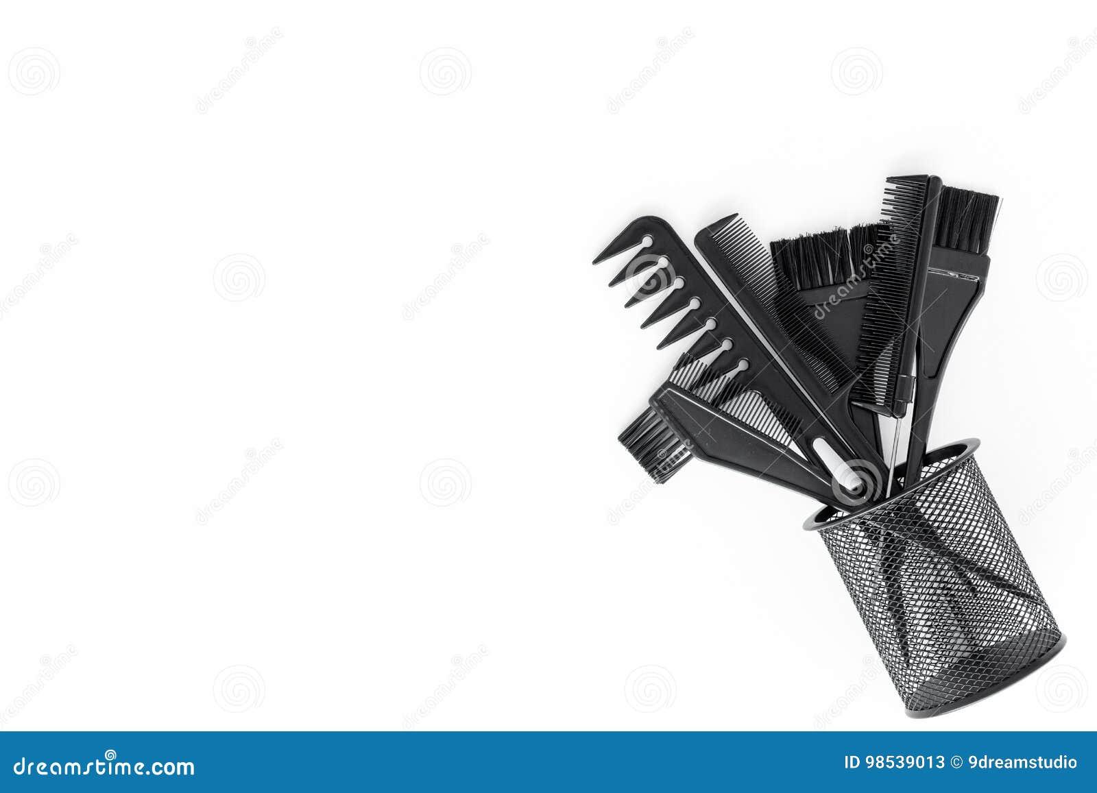 Bureau de travail de coiffeur avec des outils pour des cheveux