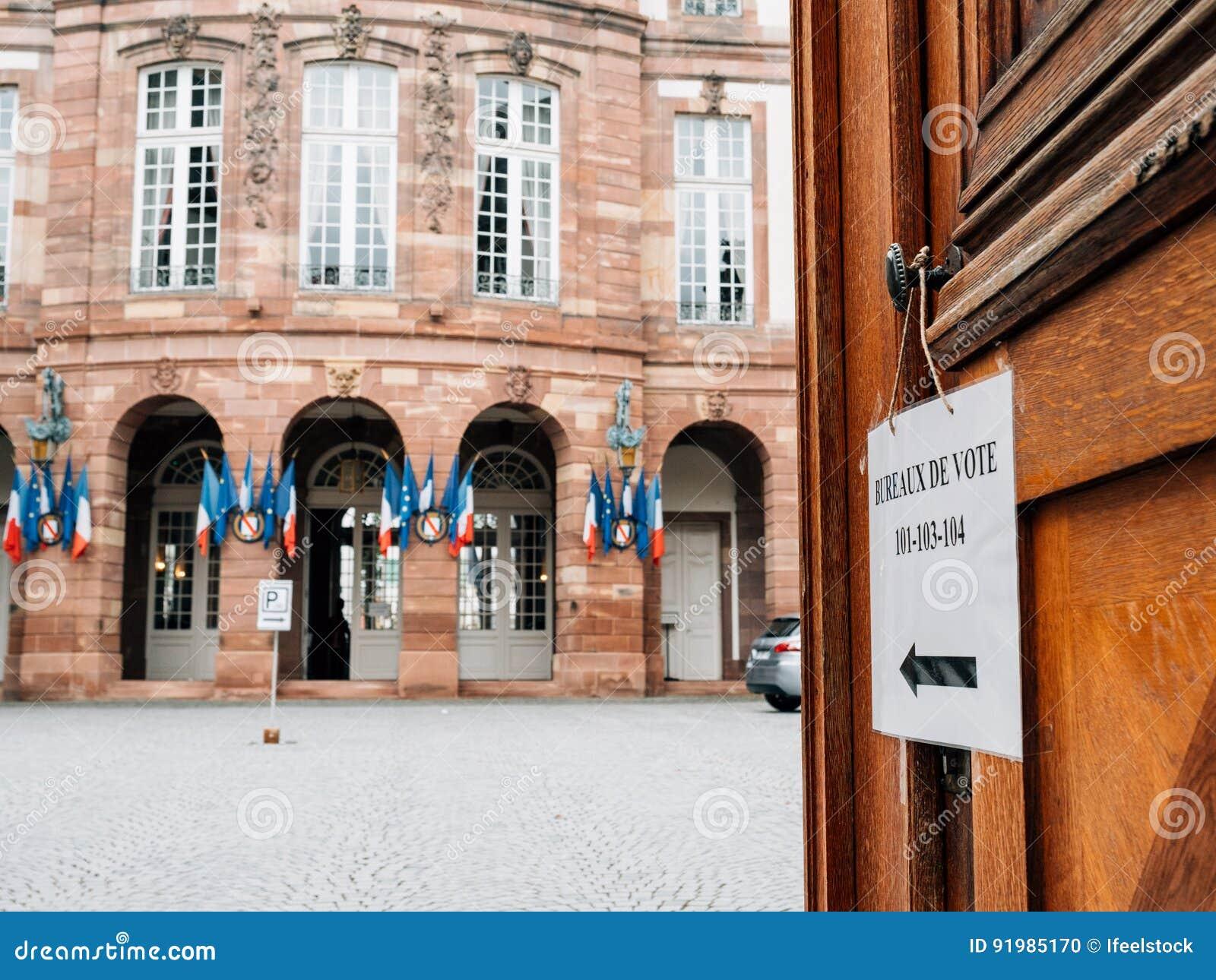 Bureau de vote ville hôtel française de bureau de vote avec des