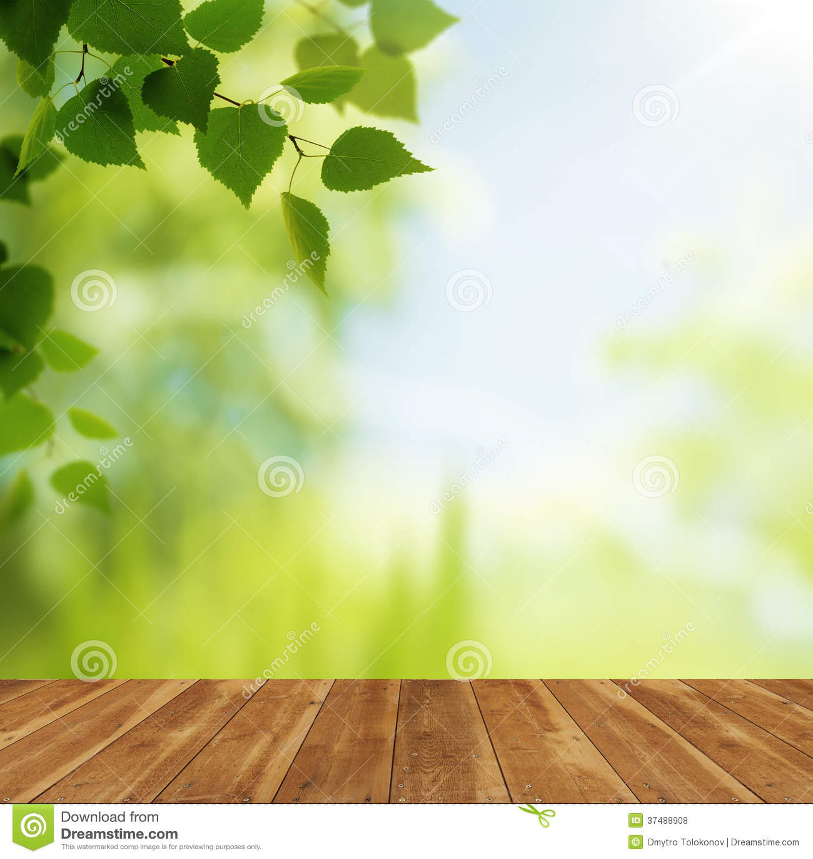 Bureau en bois contre les fonds naturels de beauté