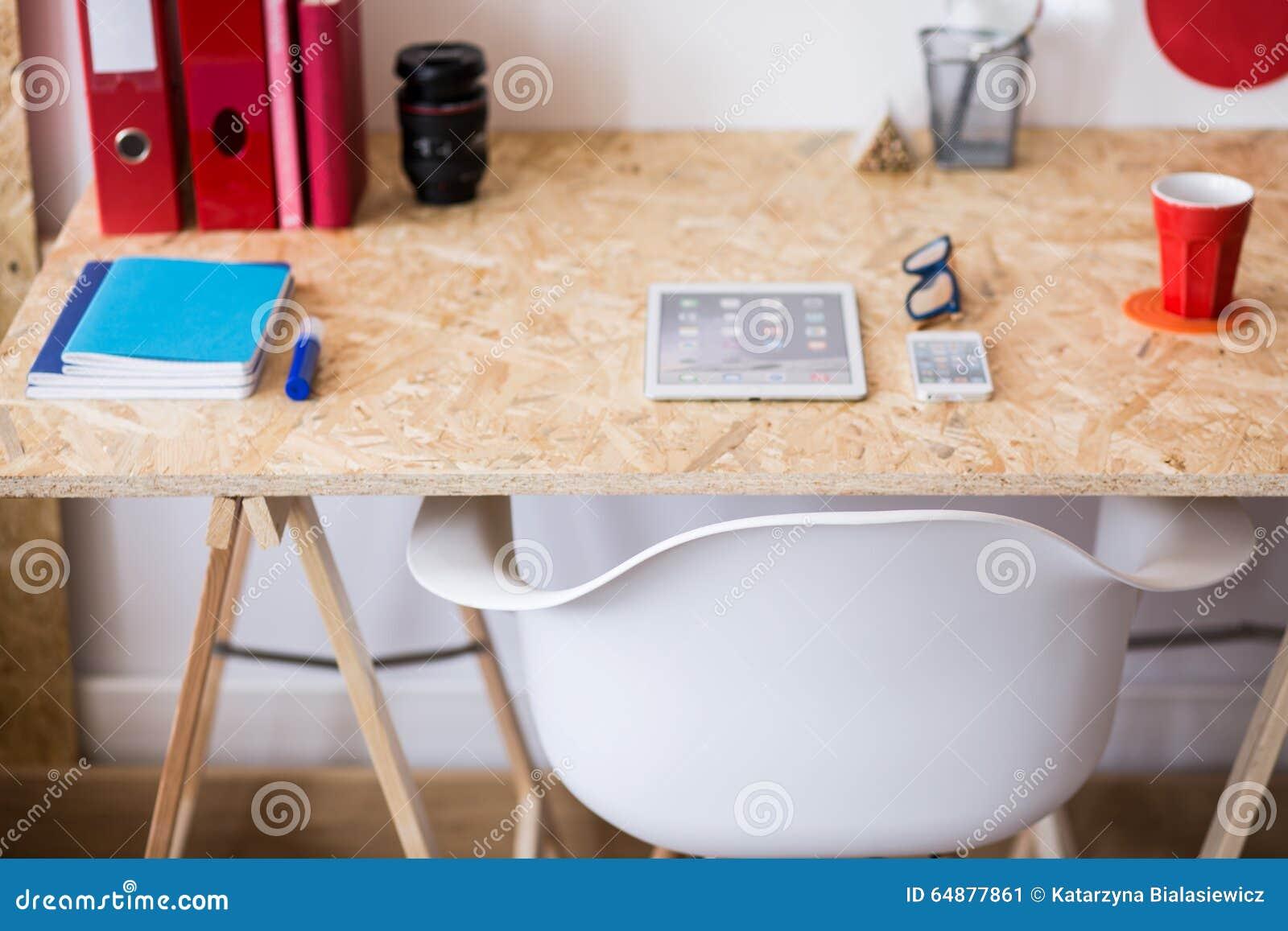 Bureau en bois simple de style d eco image stock image du