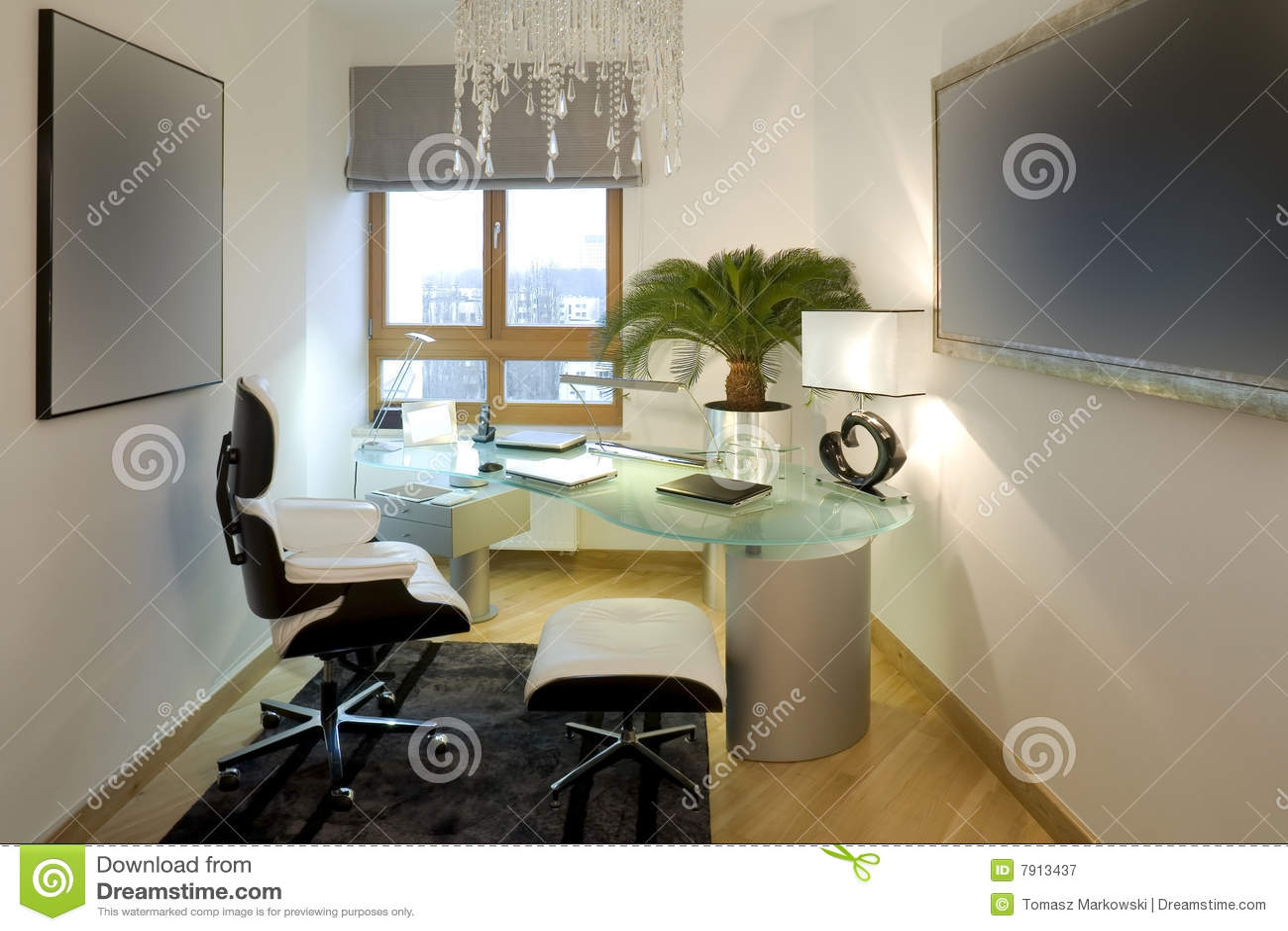 Bureau moderne à la maison image stock image du wooden