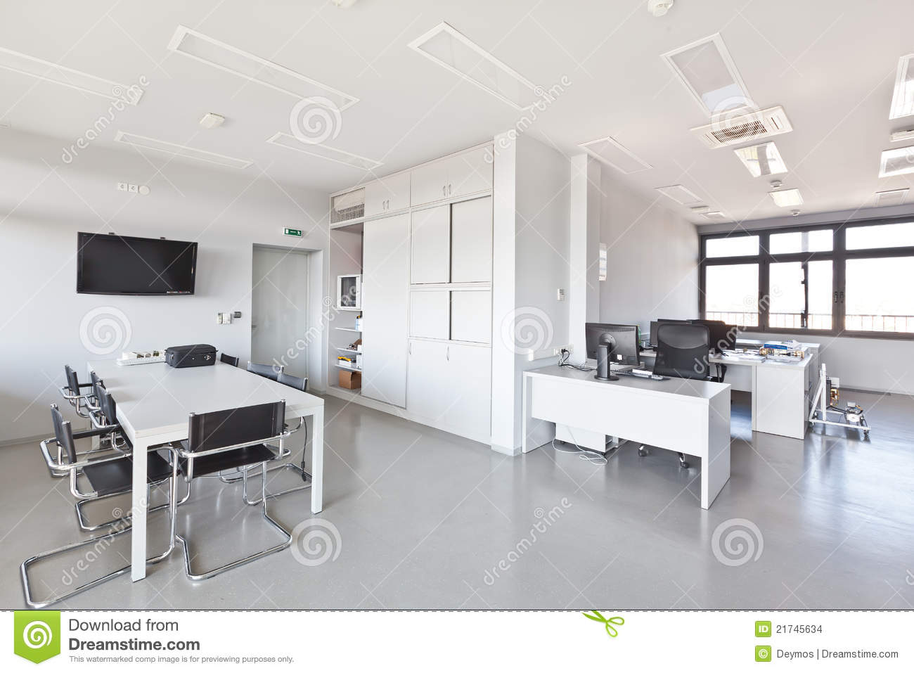 Bureau moderne avec les meubles blancs photo stock image for Bureau meuble moderne