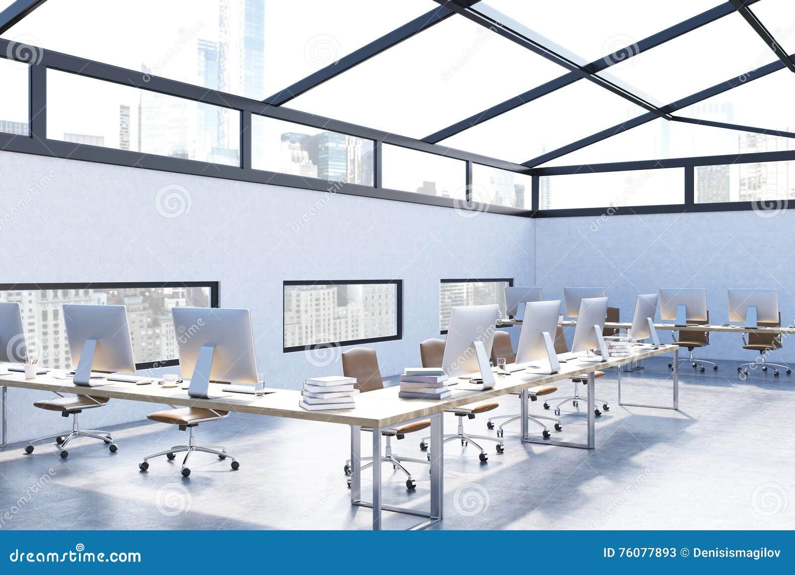 Bureau moderne avec les murs bleu-clair