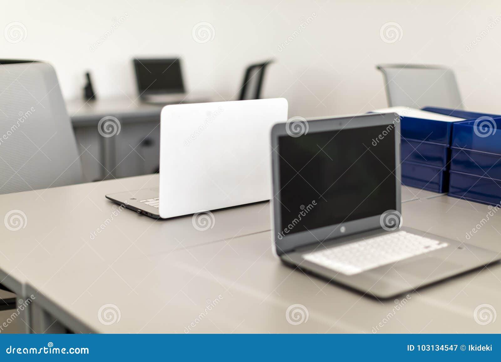 Bureau Plan De Travail bureau moderne, plan rapproché sur le bureau de travail avec