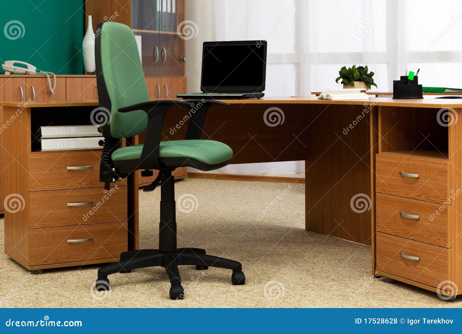 Bureau op modern kantoor stock foto afbeelding bestaande uit