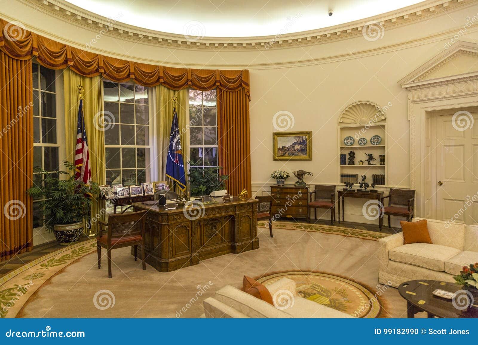 France monde dans le bureau ovale donald trump a un bouton