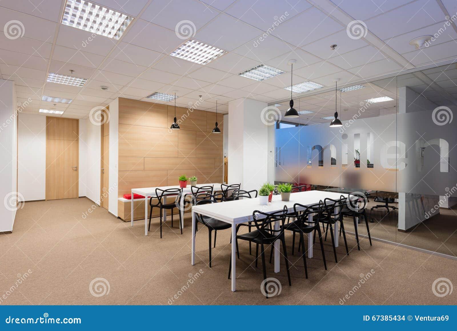Bureaubinnenland door Kivvi architecten, Bratislava, Slowakije wordt gecreeerd dat