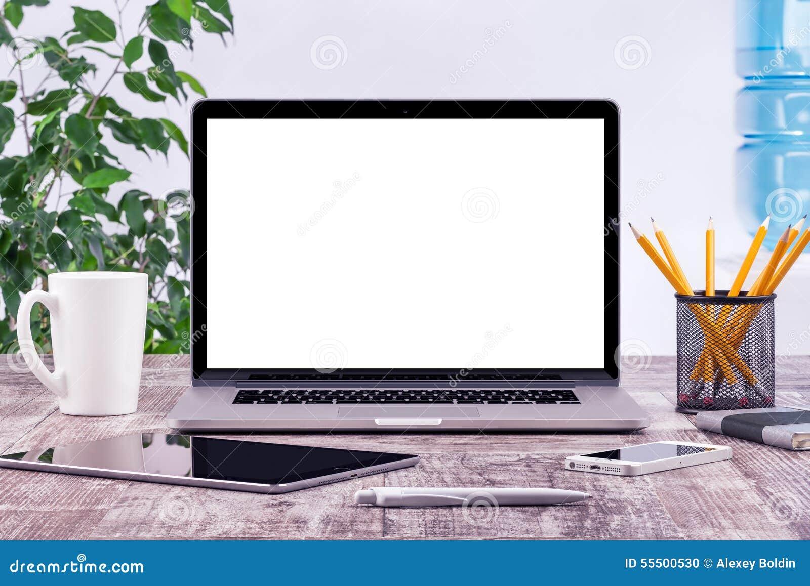 Bureauwerkplaats met de open laptop computer van de modeltablet