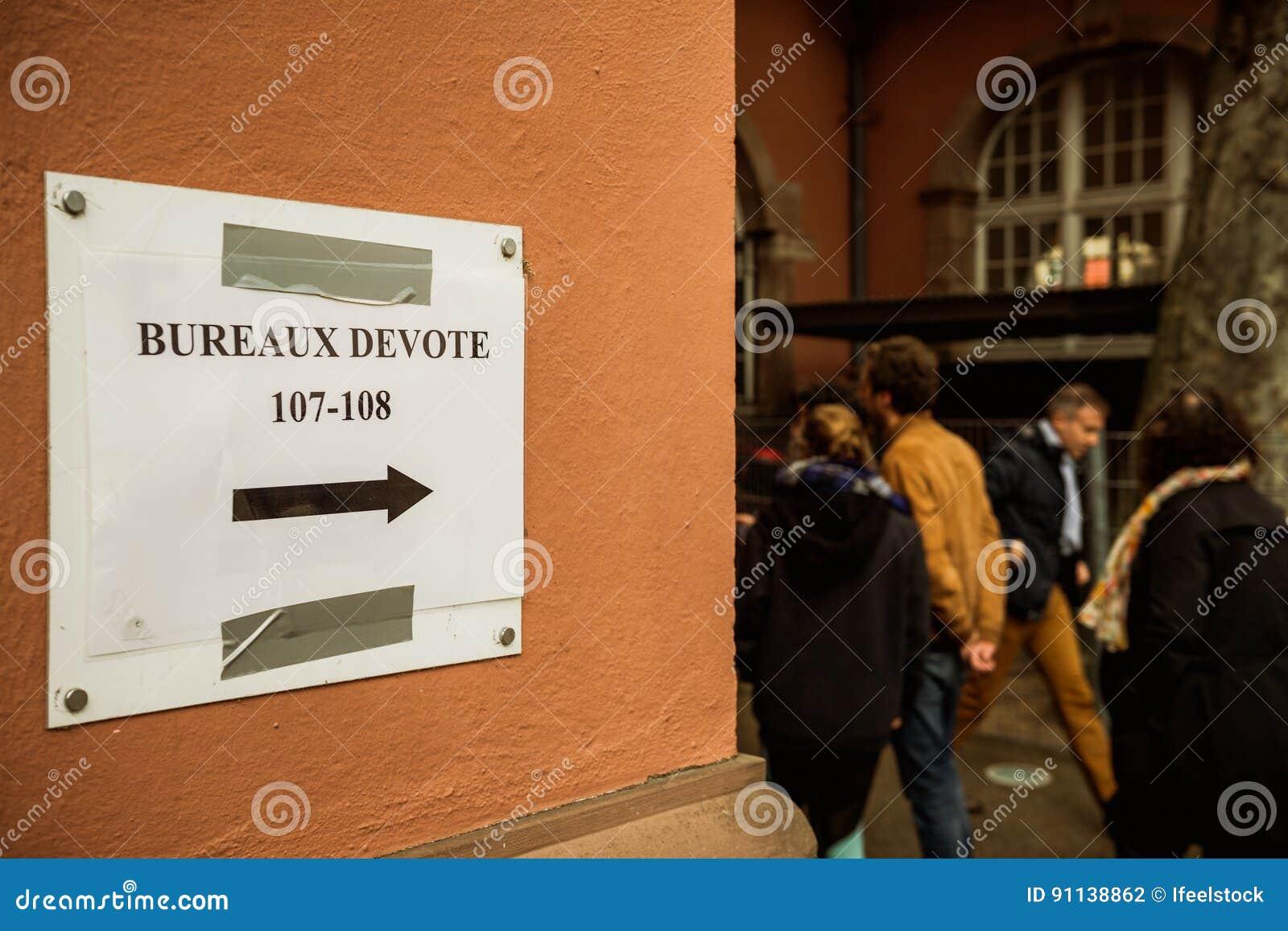 Bureaux de vote voting section france queu editorial photography