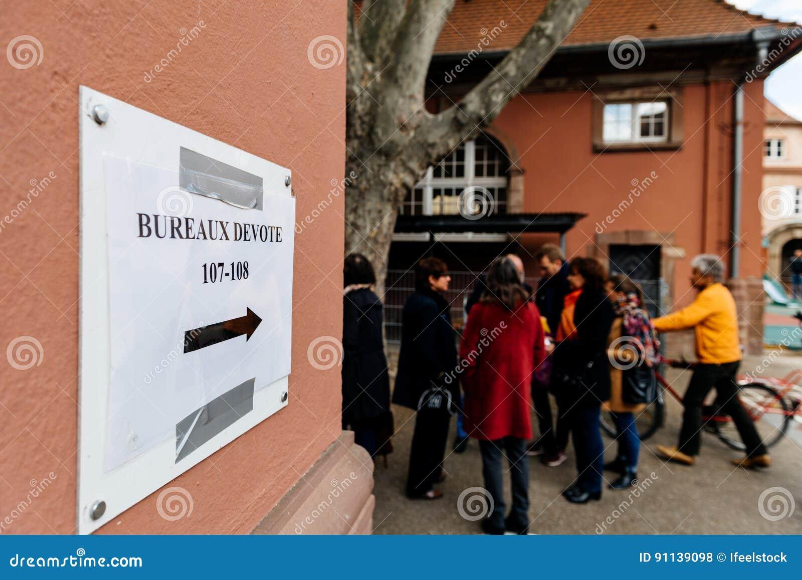 Bureaux de vote voting section france queu editorial stock photo