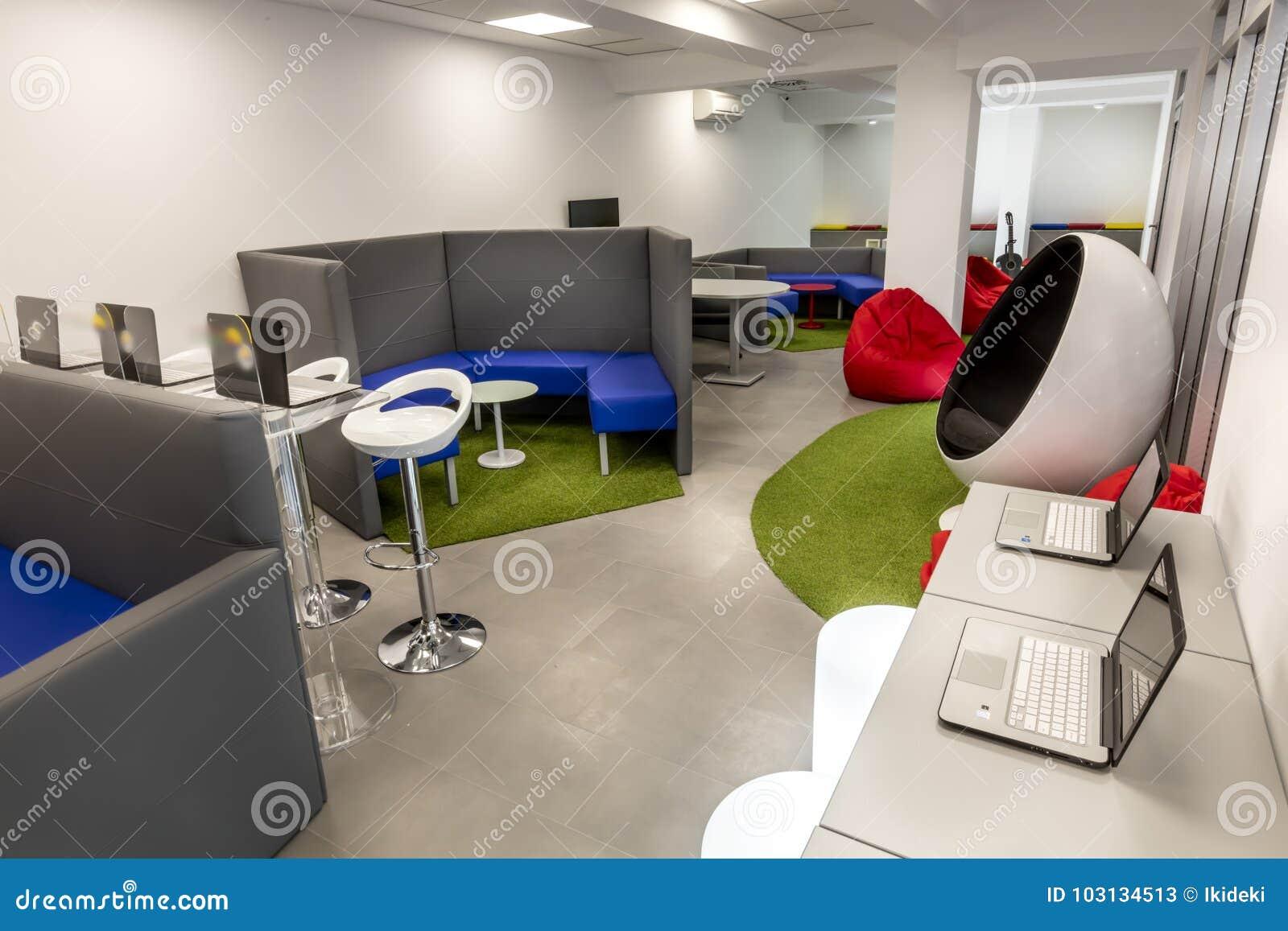 Bureaux modernes à louer dans immeubles de bureau très confortable
