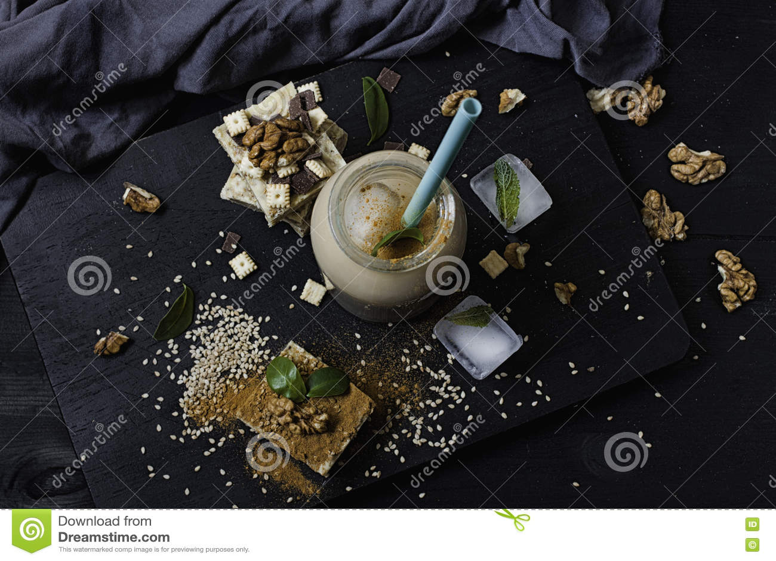 Burfi caseiro do sésamo Sobremesa saudável crua do vegetariano
