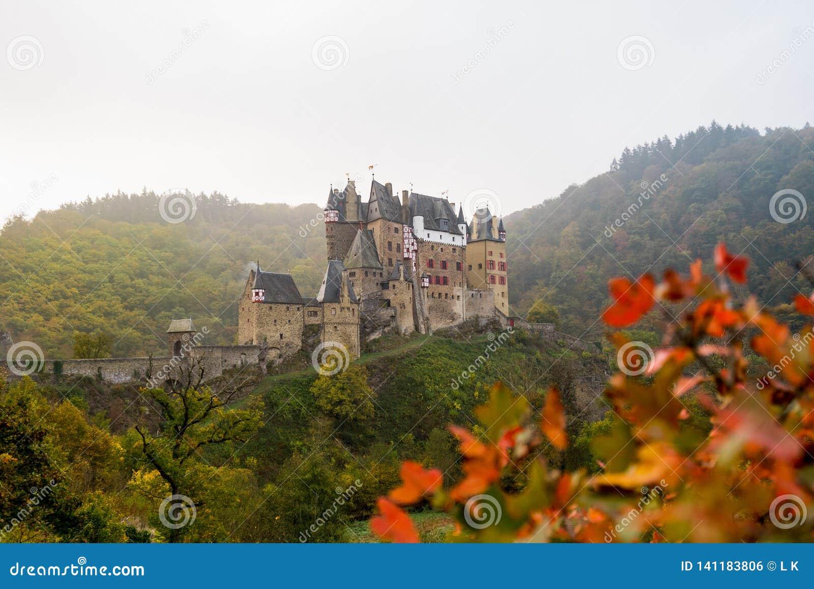 Burg Eltz dans la brume