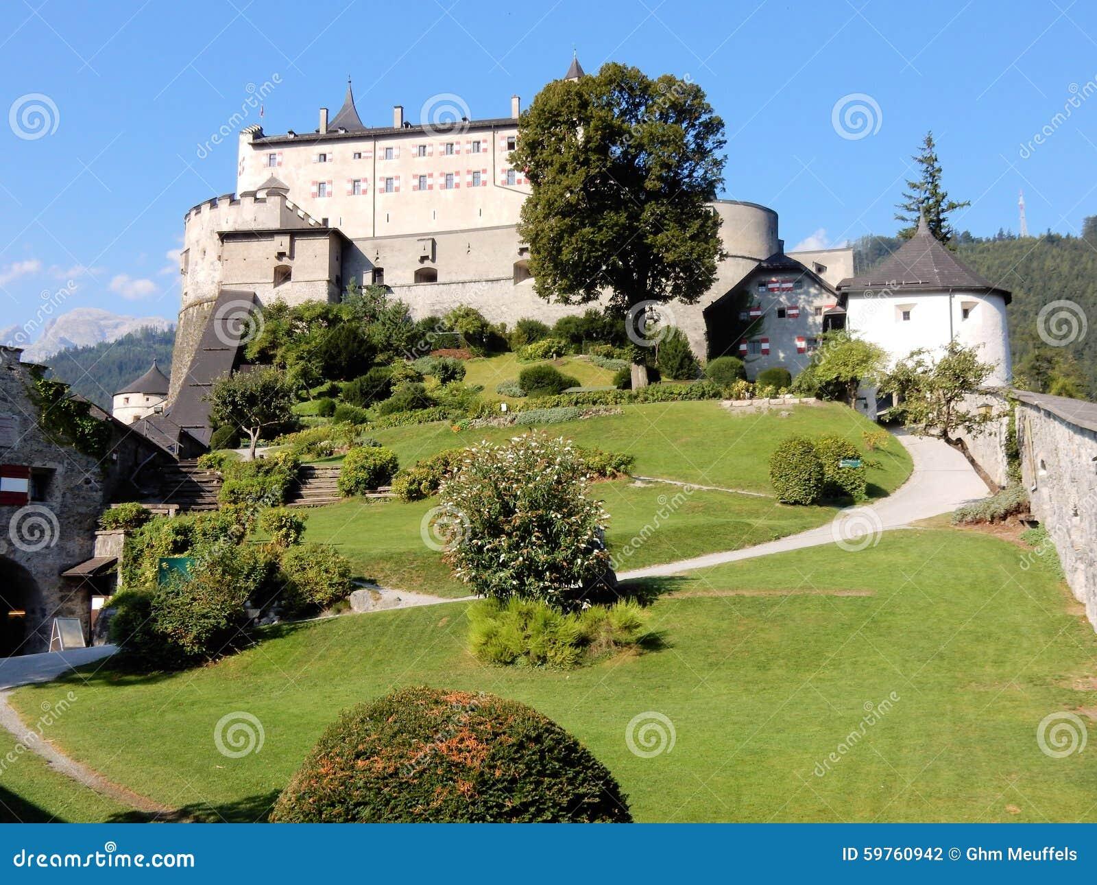 Burg Hohenwerfen - middeleeuws vestingwerk - Hohenwerfen-Kasteel - 11de eeuw - Oostenrijkse stad van de vallei van Werfen - Salza