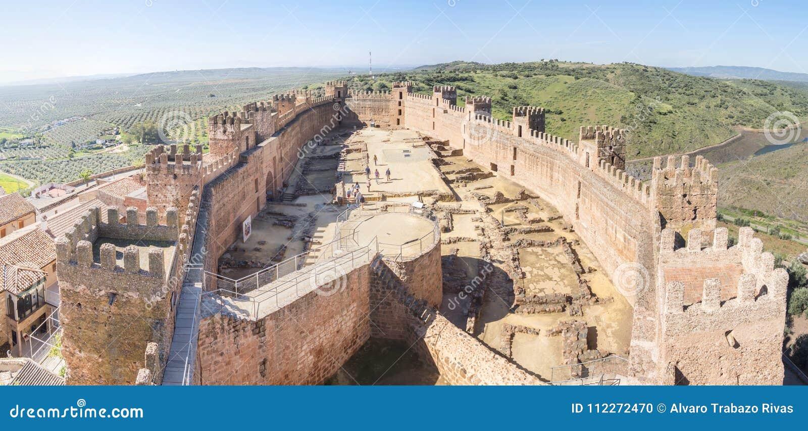 Burgalimar城堡,埋葬AlHamma, Baños de la恩西纳村庄, J