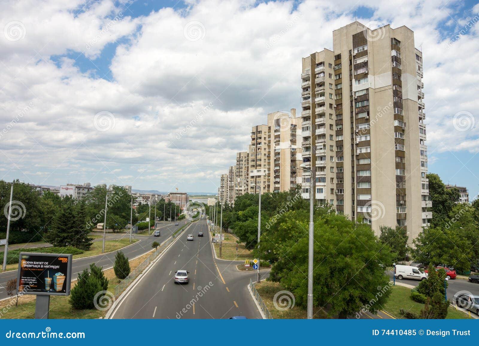 Burgas: Bloques de apartamentos soviéticos cuartos, Bulgaria