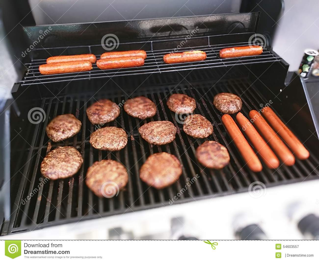 foto Grilled Burgers and Hot Dogs
