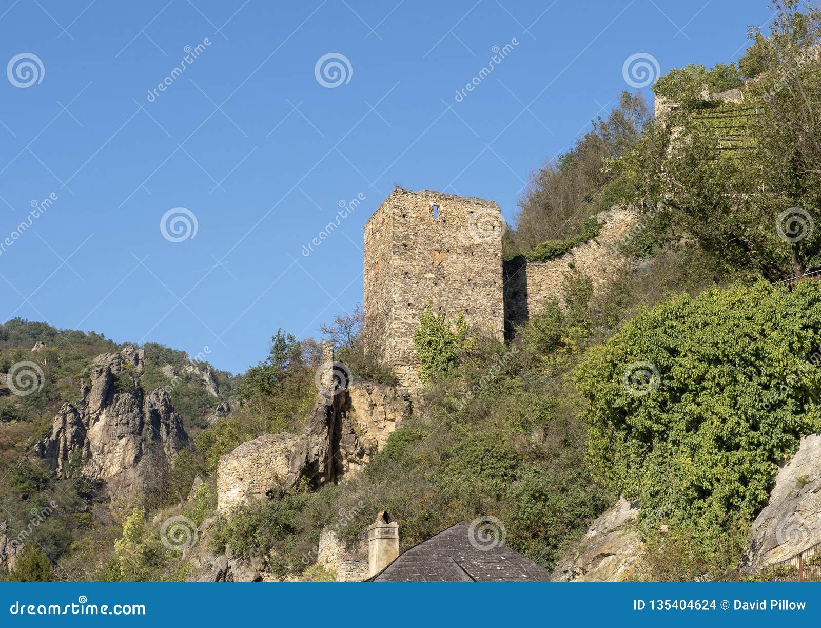 Burgruine Durnstein, un château médiéval ruiné et abandonné situé dans Durnstein, Autriche