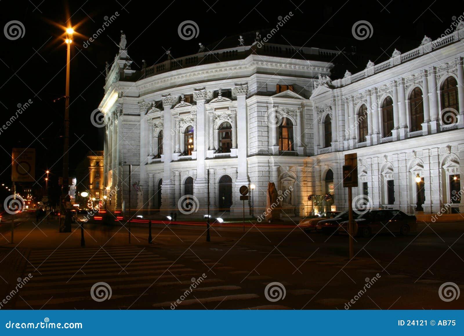 Burgtheater a Vienna, scene di notte