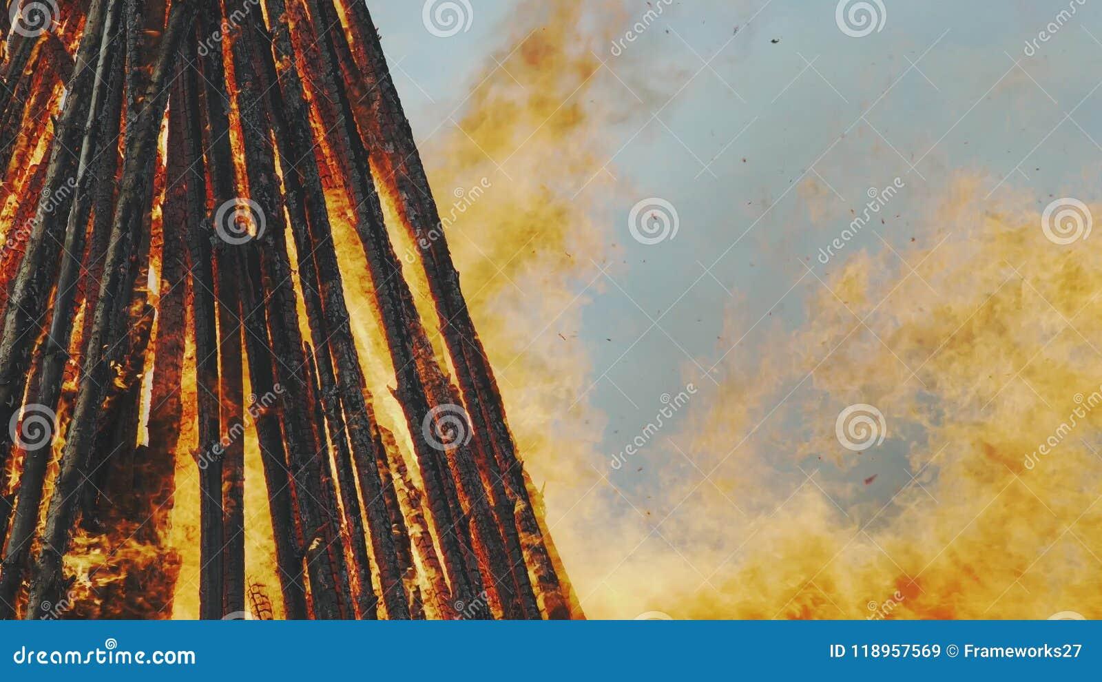 Easter Sunday Horizon Is Burning >> Burning Blazing Easter Fire Stock Video Video Of Blaze Bright