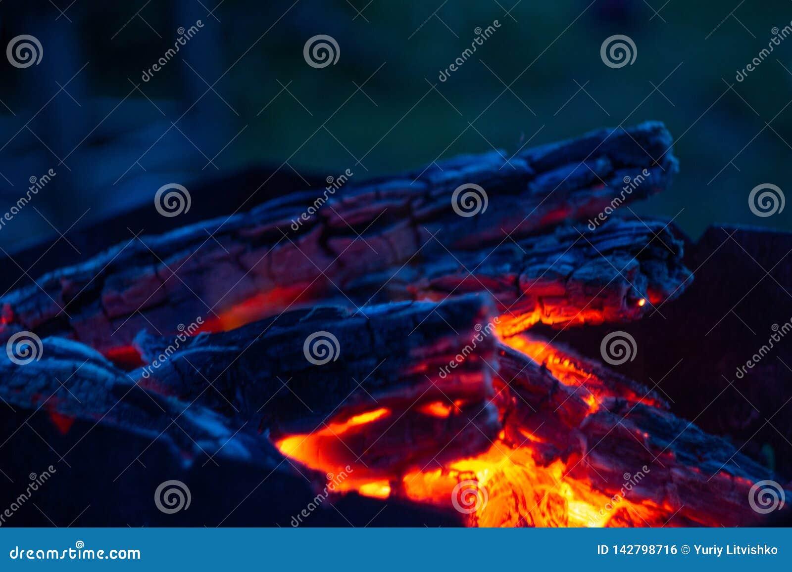 Burning coals in the fireplase