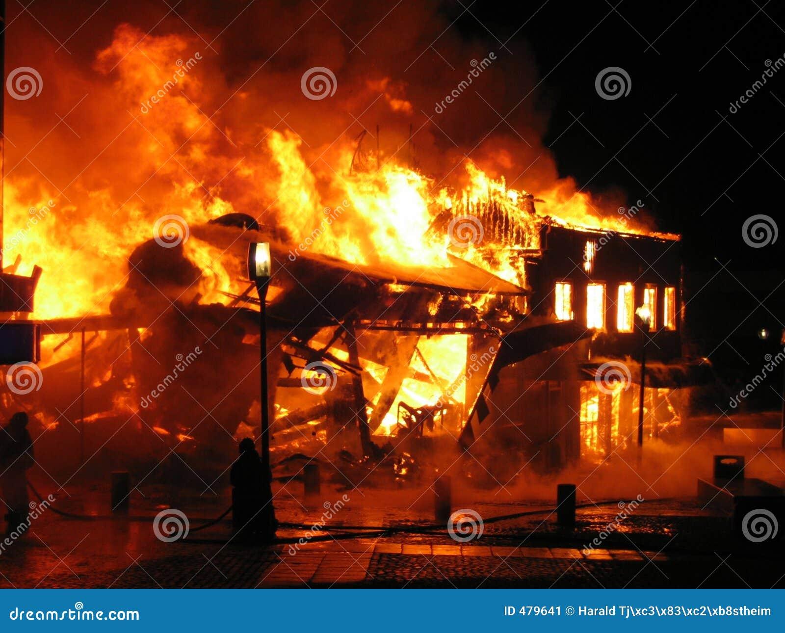 Burning hus