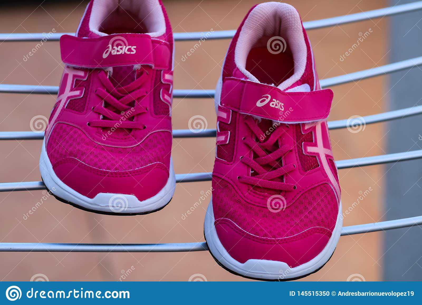 cada Permanentemente Sentimiento de culpa  Burriana, Spain 03/02/19:Pink Sneakers Asics Editorial Image - Image of  equipment, retro: 145515350