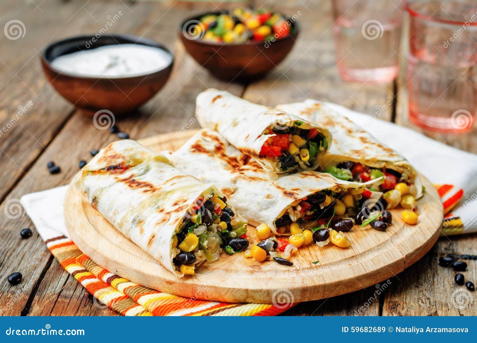 Burritos Quinoa der schwarzen Bohne des Pfeffermais