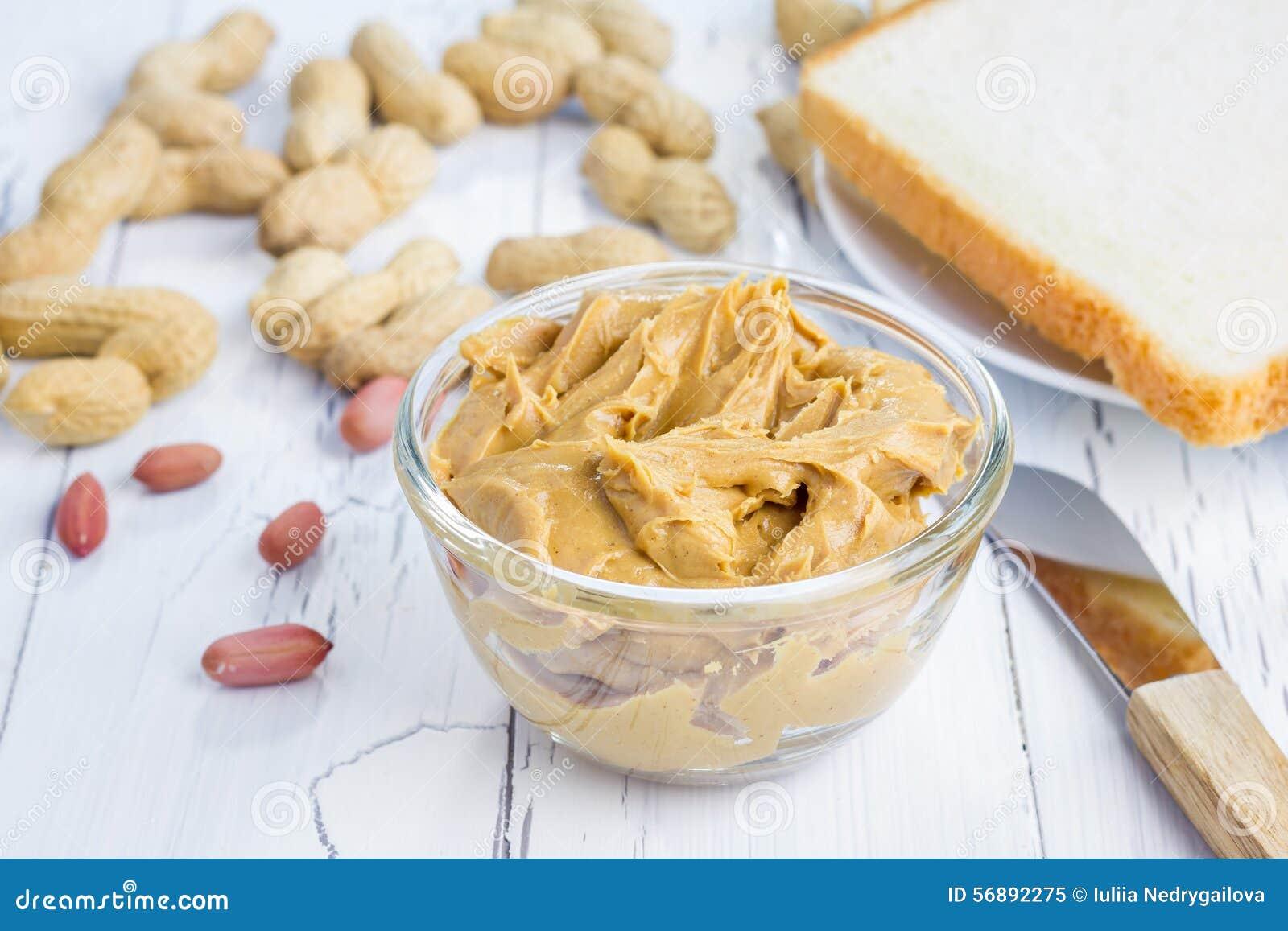 Burro di arachidi con i dadi