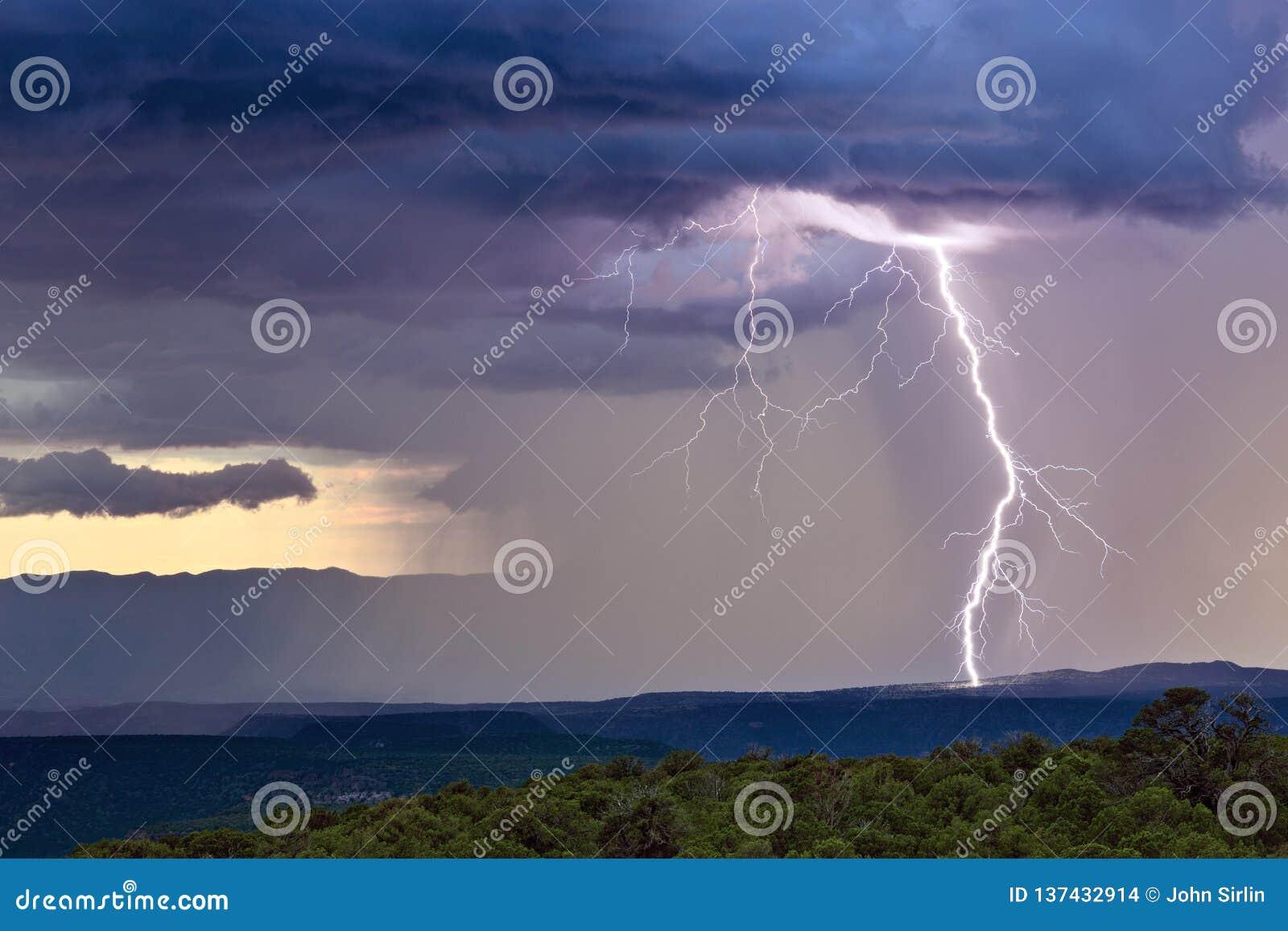 Burza z błyskawicowym ryglem
