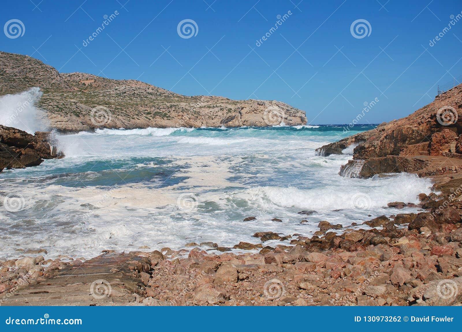 Burzowi morza przy Cala Carbo, Majorca